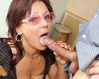 Horny mature slut getting a warm creampie
